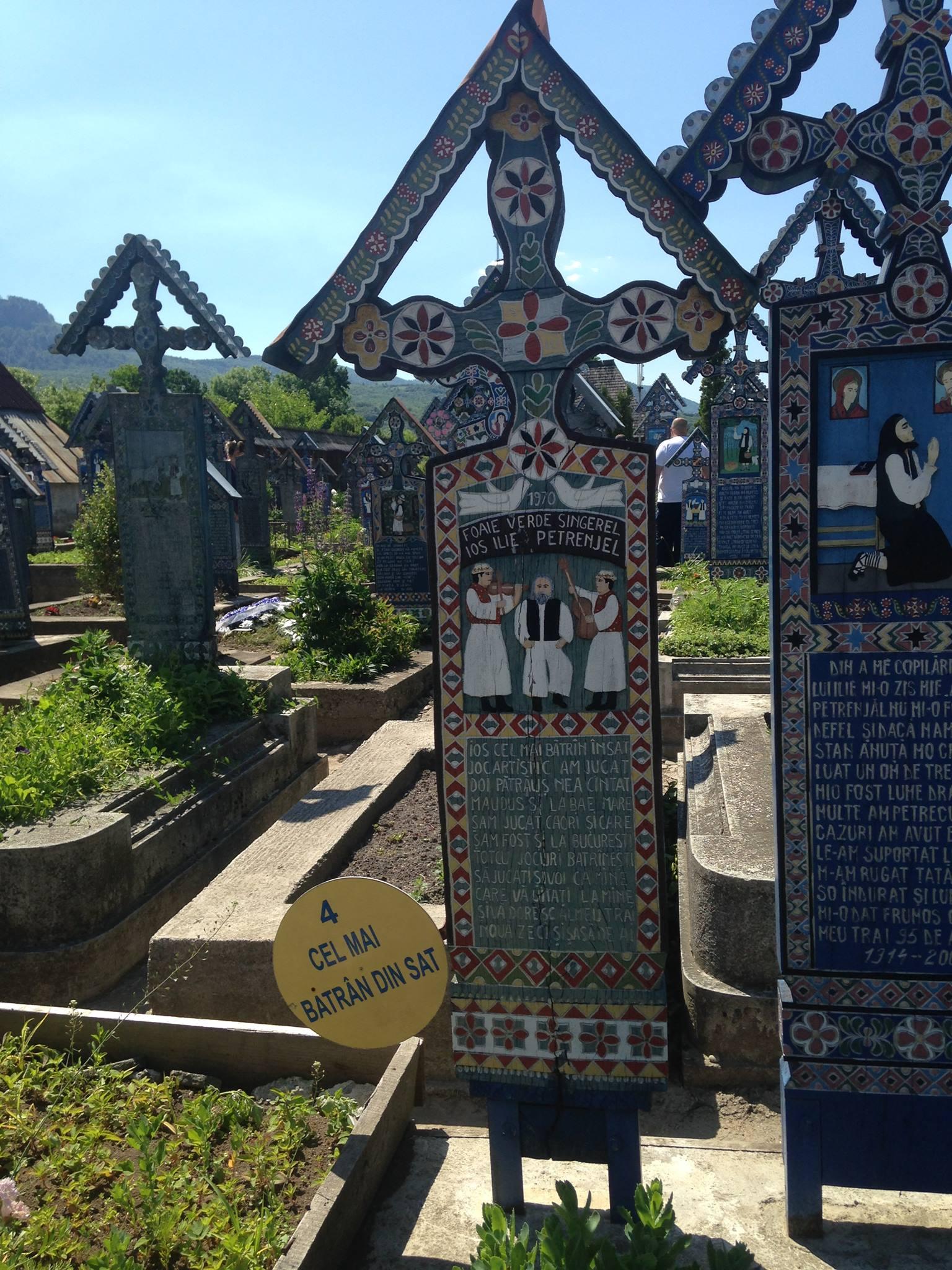 """Cimitirul trist de la Săpânța si iile """"made in"""" oriunde vrea cumpărătorul"""