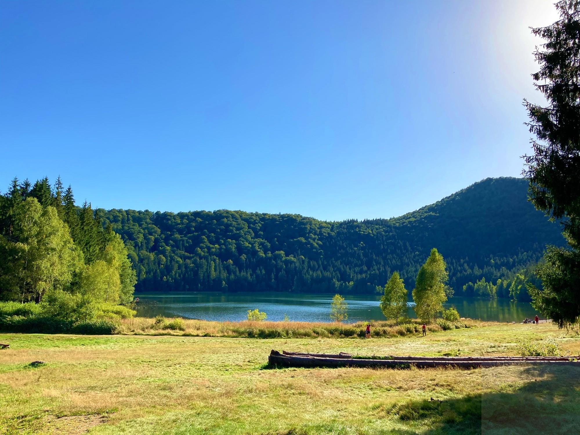 Culorile schimbătoare ale Lacului Sfânta Ana